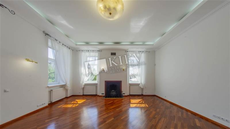st. Kreschatik 15 Interior Condition 5 Years and Older, Living Room Flatscreen TV, L-Shaped Couch
