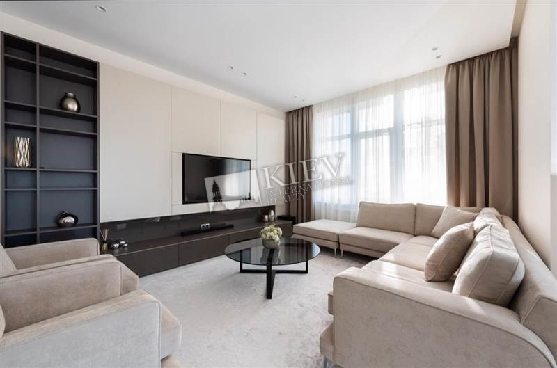 Three-bedroom Apartment st. Dragomirova 17 16583