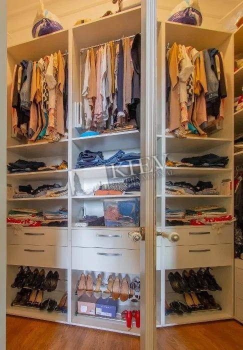 st. Tarasovskaya Interior Condition Brand New, Walk-in Closets One Walk-in Closet