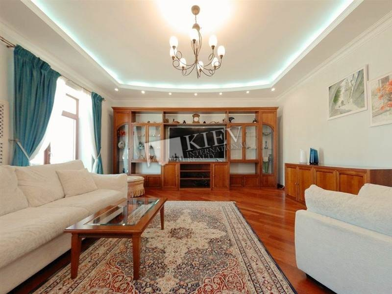 Two-bedroom Apartment st. Antonovicha 4/6 19055