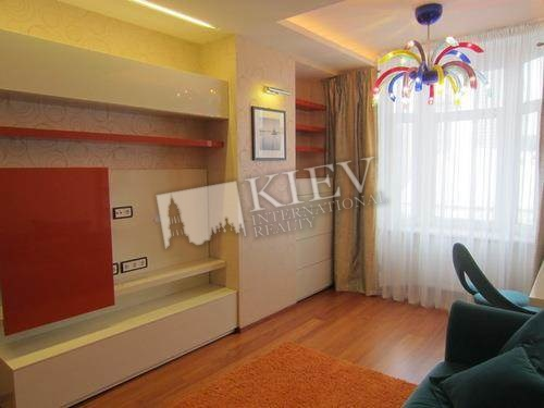 st. Klovskiy spusk 5 Living Room Flatscreen TV, Fold-out Sofa Set, Home Cinema, Balcony 2 Balconies